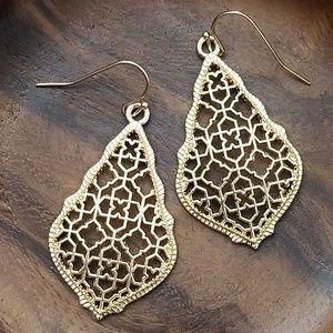 Jewelry - NEW! 💎 Gold Drop Earrings💎Filigree Hollow